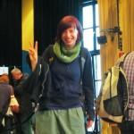 Anna Maria Jung präsentiert die Signierbühne im Künstlerhaus